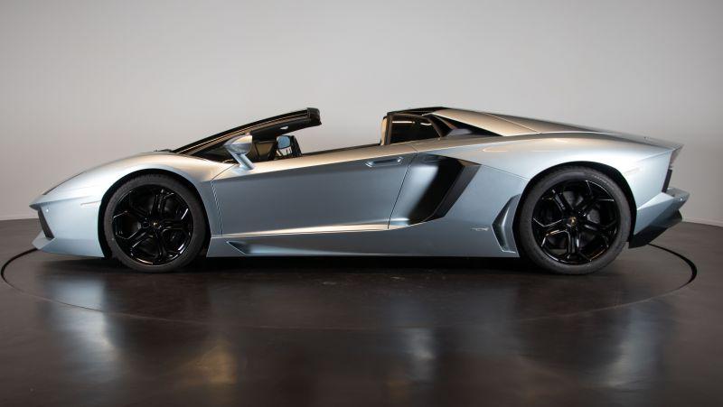 2014 Lamborghini Aventador Roadster  3799