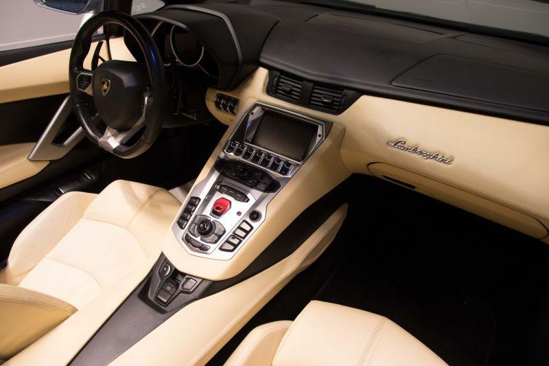 2014 Lamborghini Aventador Roadster  3807