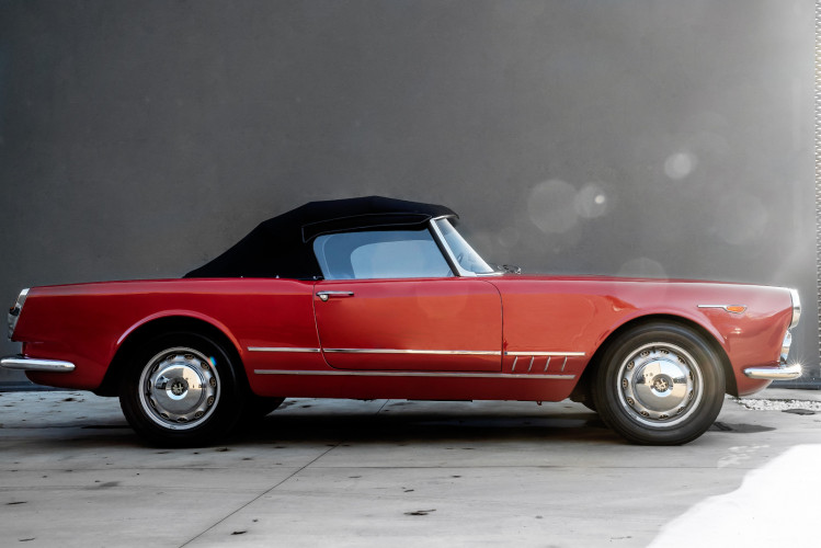 1961 Alfa Romeo 2000 Spider Touring 6