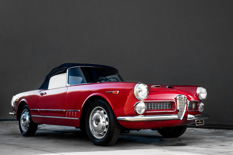 1961 Alfa Romeo 2000 Spider Touring 0