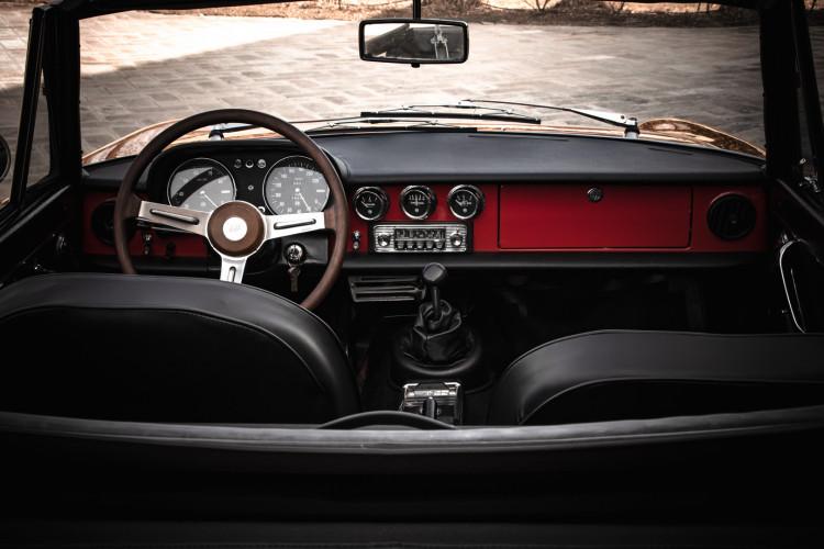 """1970 Alfa Romeo Duetto 1750 """"osso di seppia"""" 14"""