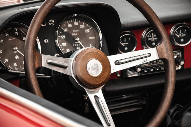 """1970 Alfa Romeo Duetto 1750 """"osso di seppia"""" 40"""