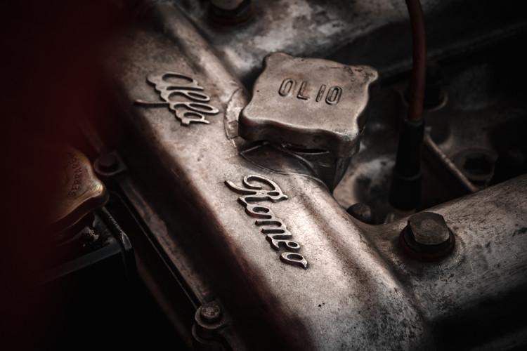"""1970 Alfa Romeo Duetto 1750 """"osso di seppia"""" 37"""
