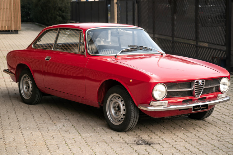 1973 Alfa Romeo GT 1300 Junior 1