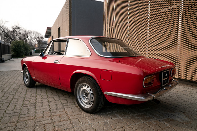 1973 Alfa Romeo GT 1300 Junior 8