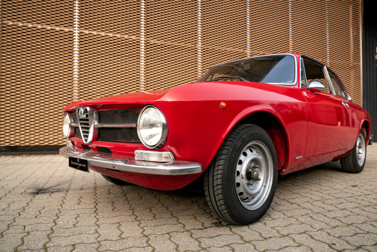 1973 Alfa Romeo GT 1300 Junior 10