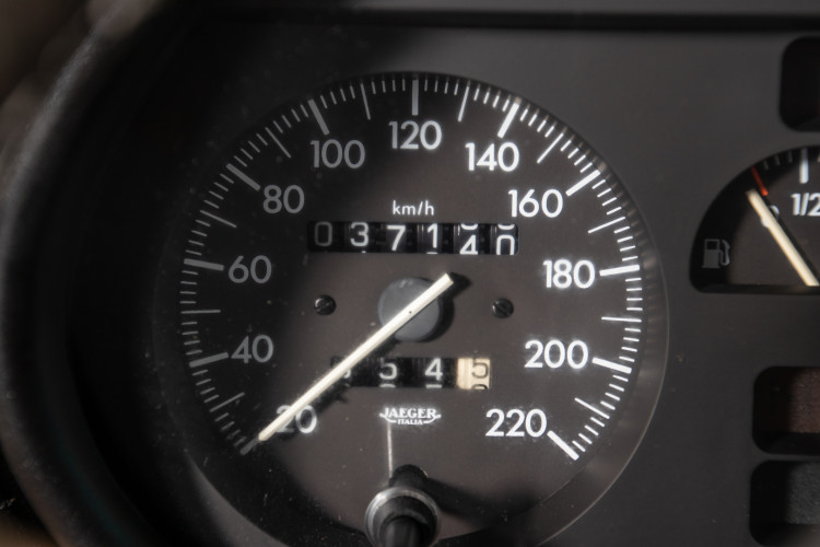 "1990 Alfa Romeo spider 2000 ""Duetto"" 19"