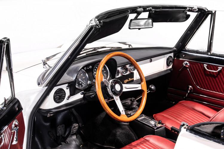 """1969 Alfa Romeo Duetto Spider 1750 """"Osso di Seppia"""" 30"""