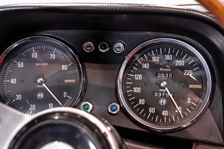 """1969 Alfa Romeo Duetto Spider 1750 """"Osso di Seppia"""" 26"""