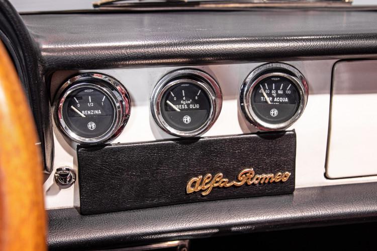 """1969 Alfa Romeo Duetto Spider 1750 """"Osso di Seppia"""" 35"""