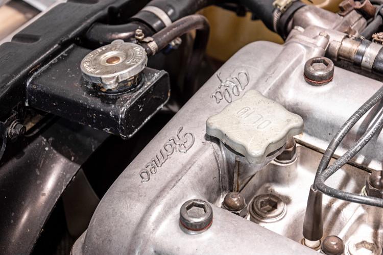 """1969 Alfa Romeo Duetto Spider 1750 """"Osso di Seppia"""" 43"""