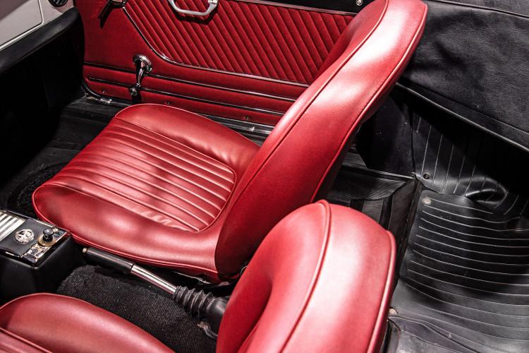 """1969 Alfa Romeo Duetto Spider 1750 """"Osso di Seppia"""" 51"""