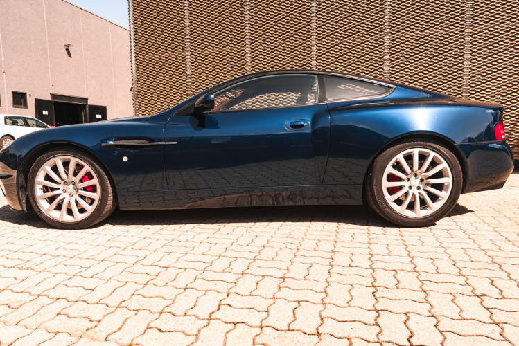 2001 Aston Martin V12 Vanquish 4