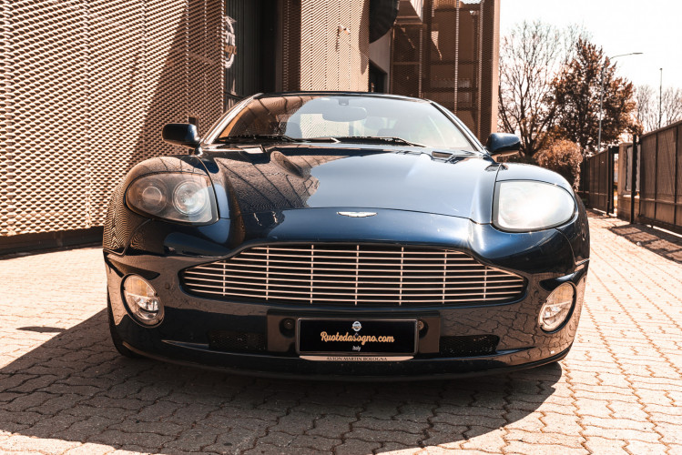 2001 Aston Martin V12 Vanquish 2