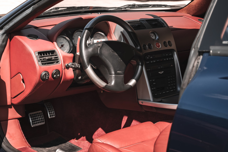 2001 Aston Martin V12 Vanquish 11