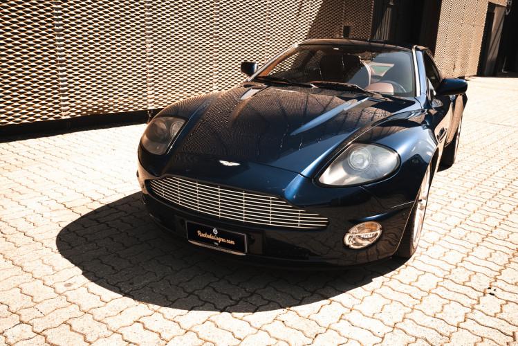 2001 Aston Martin V12 Vanquish 1