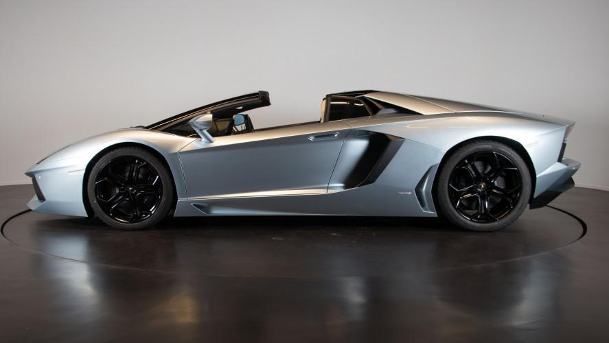 2014 Lamborghini Aventador Roadster  2