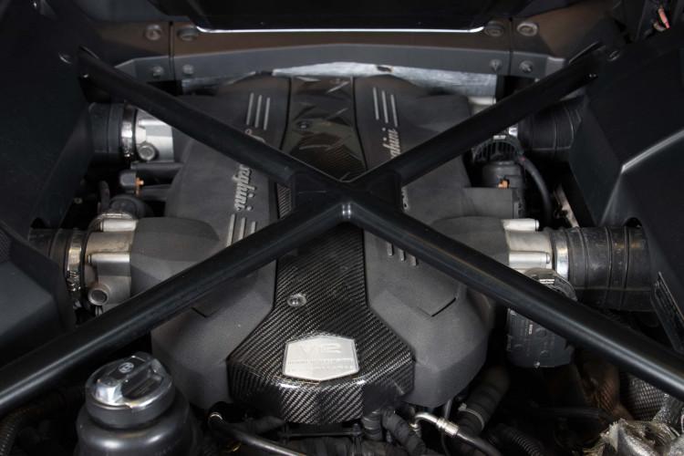 2014 Lamborghini Aventador Roadster  19