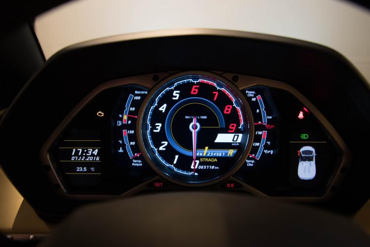 2014 Lamborghini Aventador Roadster  14