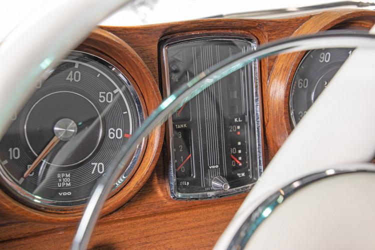 1963 Mercedes-Benz 220 SE 19