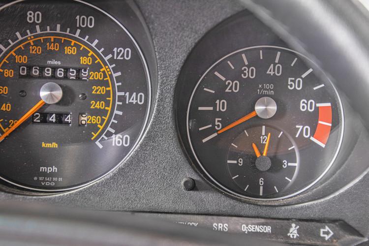 1985 Mercedes-Benz SL 560 36
