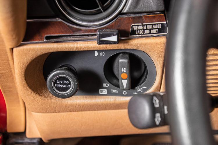 1985 Mercedes-Benz SL 560 38
