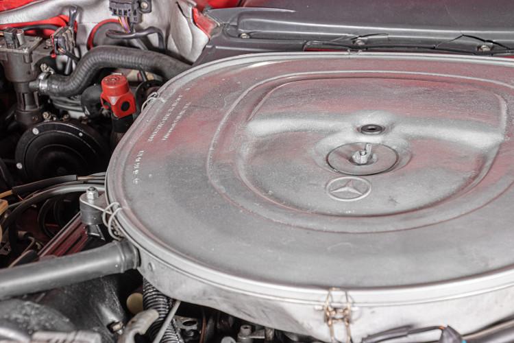 1985 Mercedes-Benz SL 560 51