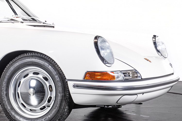 "1966 Porsche 911 2.0 L - S.W.B. ""Serie 0"" 8"