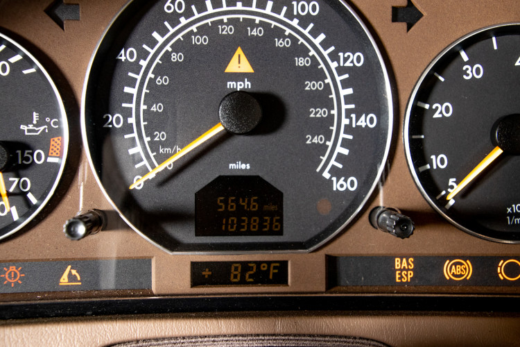 2000 Mercedes-Benz SL500 24