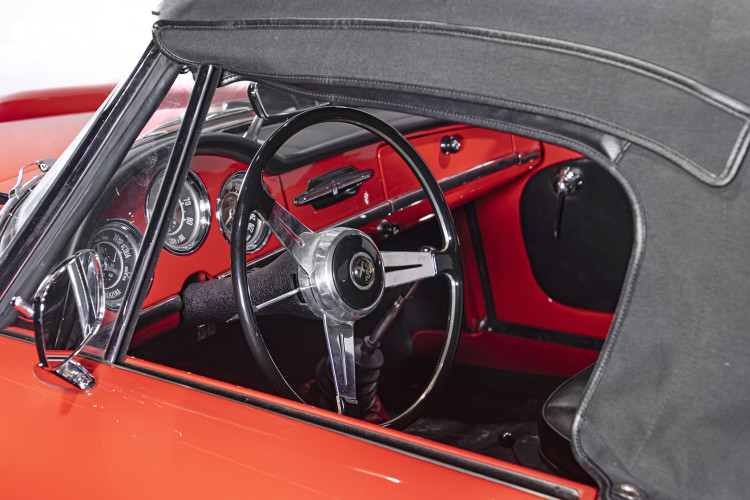 1962 ALFA ROMEO GIULIA SPIDER 17