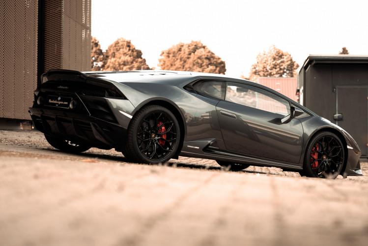2021 Lamborghini Huracan EVO 4