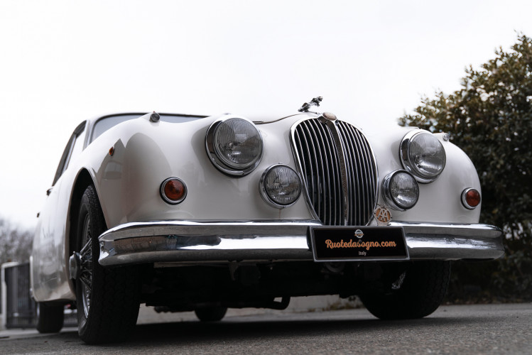 1962 JAGUAR MK2 3.8 24