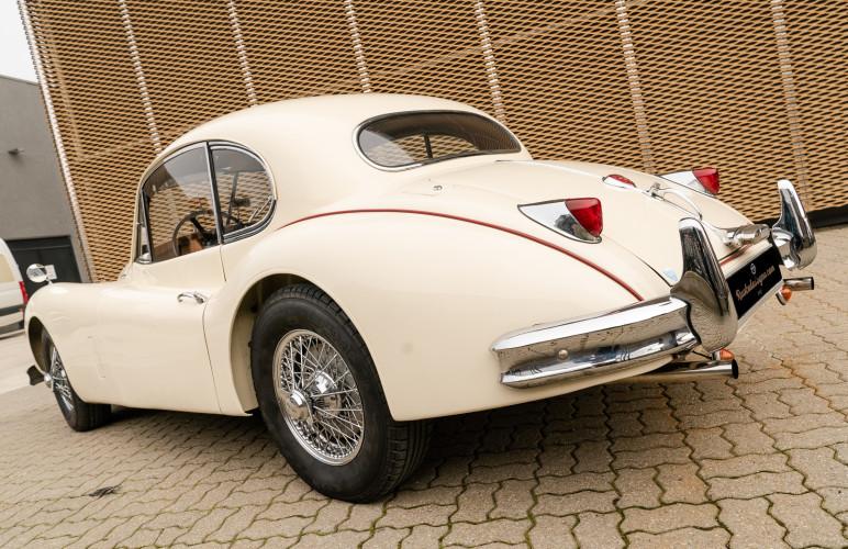 1955 Jaguar XK140 FHC SE 11