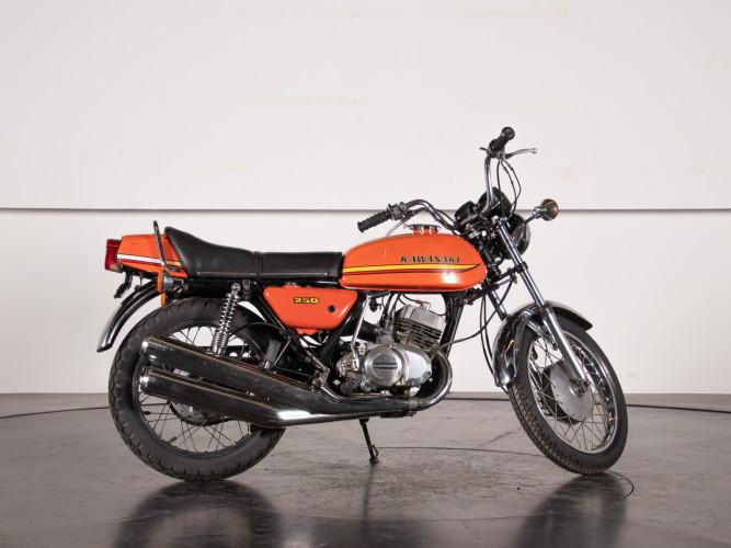 1972 Kawasaki 250 1