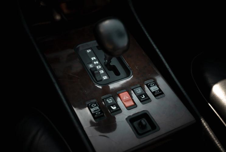 1989 Mercedes-Benz SL 300  25