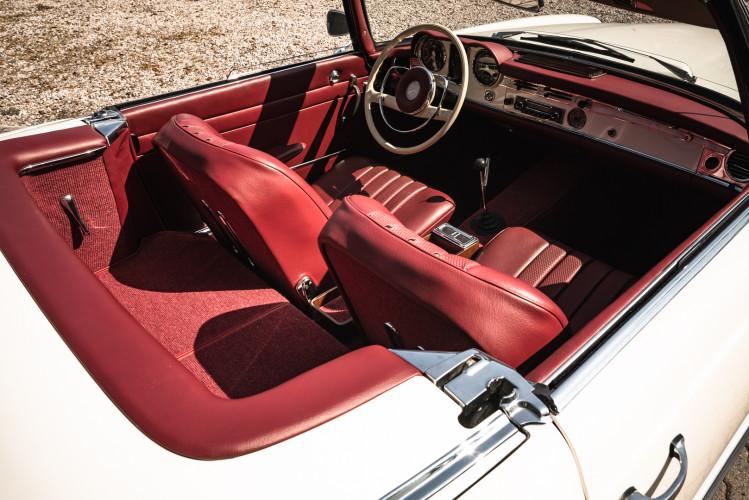 1966 Mercedes-Benz SL 230 Pagoda 18