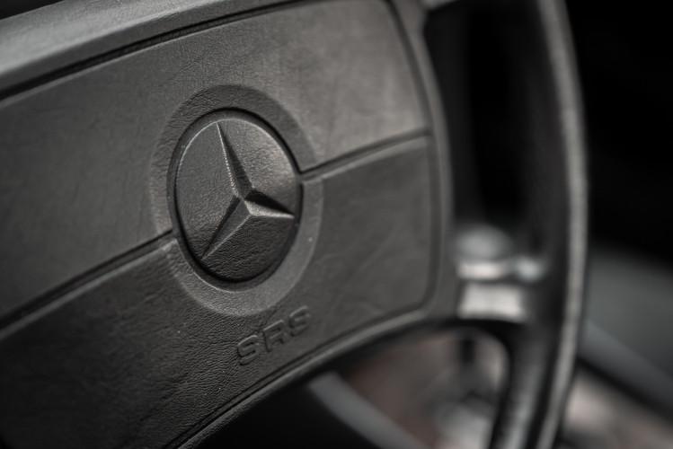 1985 Mercedes-Benz SL 560 28