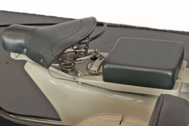 1955 Piaggio Vespa Struzzo Sidecar 8