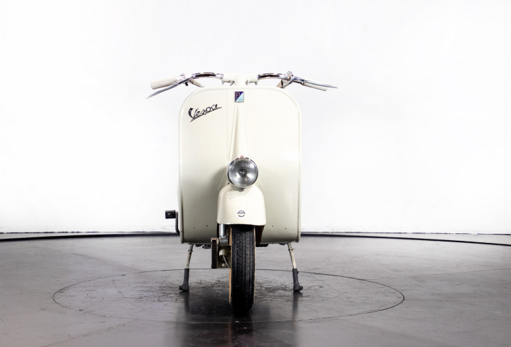 1953 Piaggio Vespa 125  2
