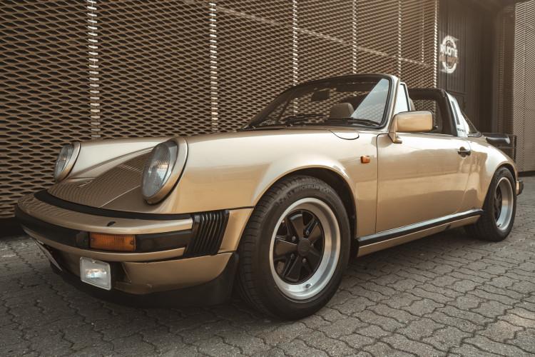 1985 Porsche 911 Carrera 3.2 Targa 13