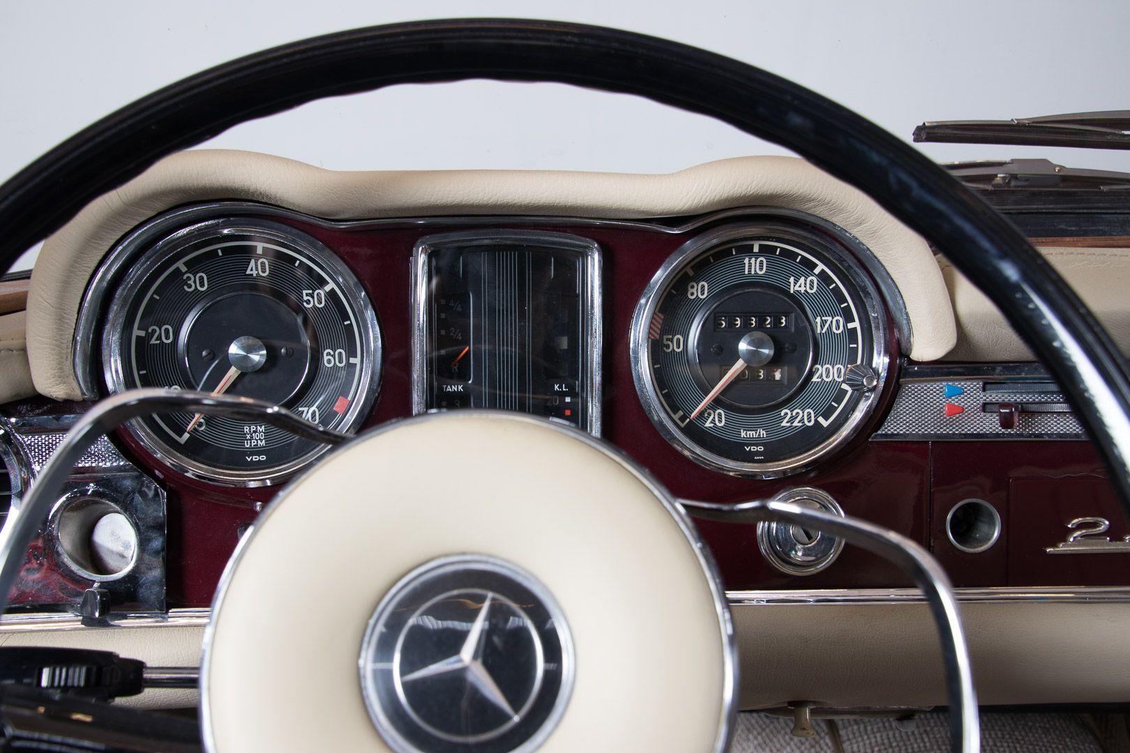 1963 Mercedes-Benz 230 SL 15943