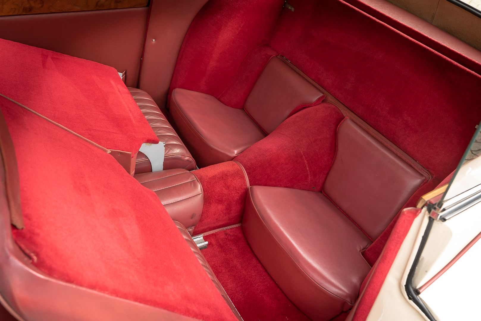 1955 Jaguar XK140 FHC SE 60903