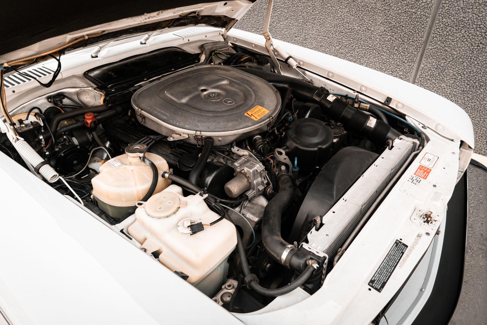 1985 Mercedes-Benz SL 560 77071