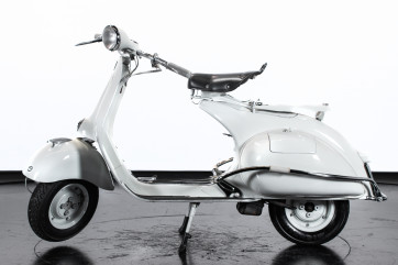 1957 Piaggio Vespa 150 Struzzo