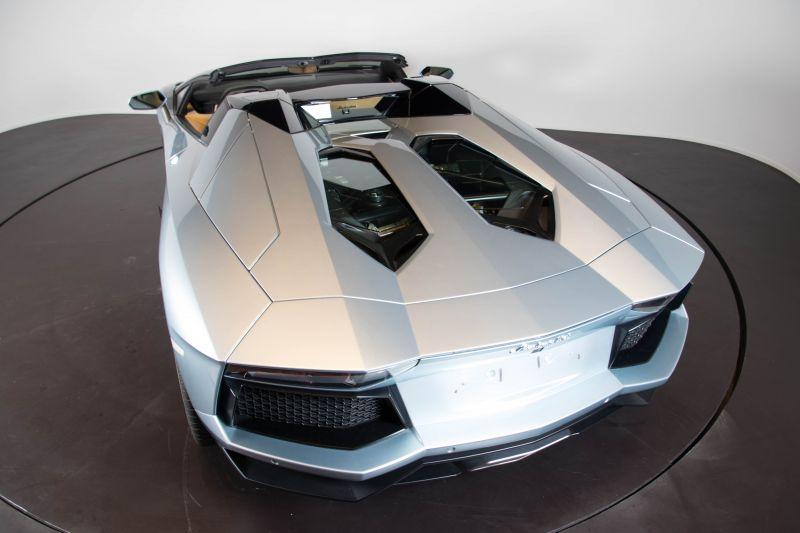 2014 Lamborghini Aventador Roadster  3825