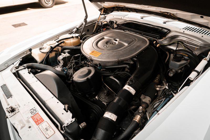 1985 Mercedes-Benz SL 560 77069