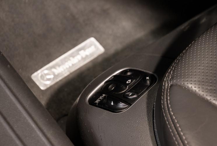 2004 Mercedes-Benz SL500 23