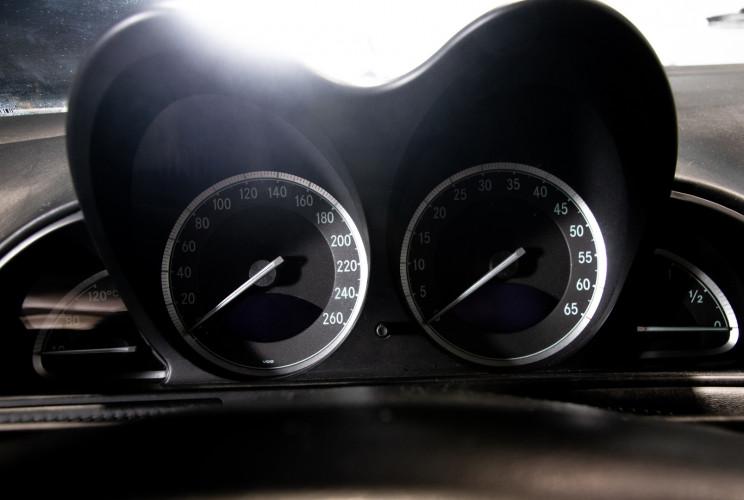 2004 Mercedes-Benz SL500 32