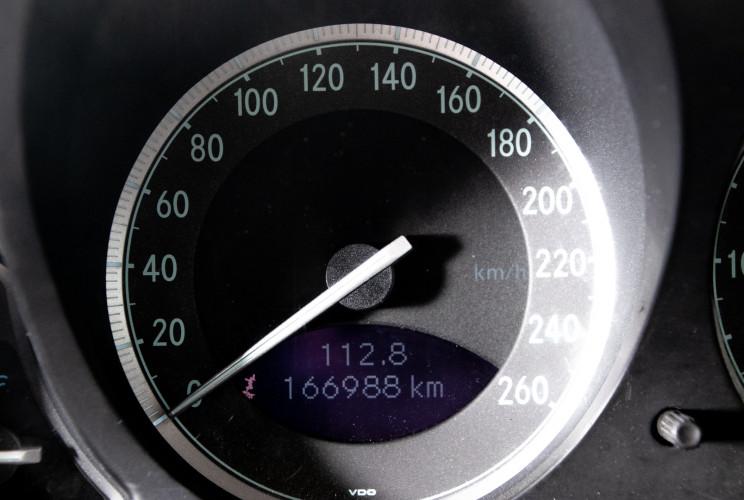2004 Mercedes-Benz SL500 34