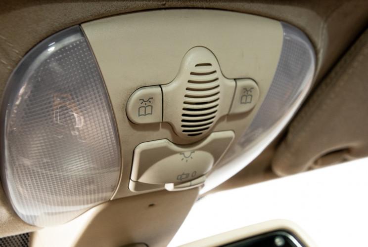 2004 Mercedes-Benz SL500 35